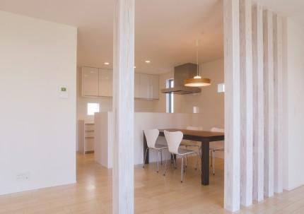 ナチュラルで暖かみのある、外観・内装を白で統一した新築-ダイニング-|郡山市 注文住宅 大原工務店の施工例