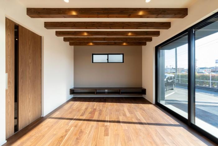 造作のテレビボードを設けたリビングルームです!| 郡山市 新築住宅 大原工務店のブログ