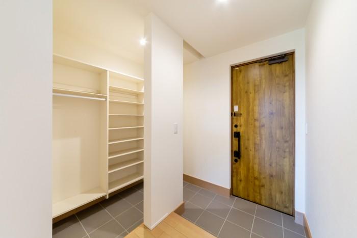 お客様邸の収納たっぷり玄関です、| 郡山市 新築住宅 大原工務店のブログ