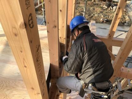 柱に金物を取り付けています 郡山市小原田 | 郡山市 新築住宅 大原工務店のブログ