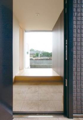 寄棟屋根と箱で構成するベーシックスタイルの注文住宅~玄関~
