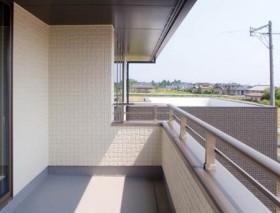 寄棟屋根と箱で構成するベーシックスタイルの注文住宅~バルコニー~|郡山市 注文住宅 大原工務店 施工例