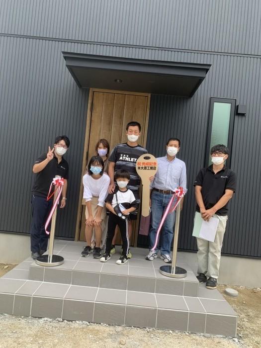 K様家族と記念撮影です。須賀川市仁井田| 郡山市 新築住宅 大原工務店のブログ