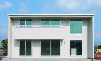 真っ白な外壁の四角い家 シンプルデザインハウス-外観-|郡山市 注文住宅 大原工務店の施工例