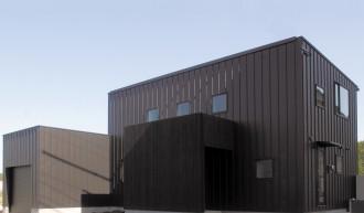 シックでモダンな佇まい、上品な色合いの安らぎの家-外観-|郡山市 注文住宅 大原工務店の施工例