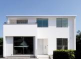 白を基調とした美しい外観のおしゃれなモダンハウス-外観-|郡山市 注文住宅 大原工務店の施工例