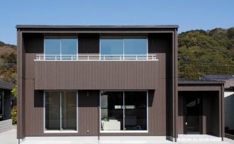 ダークブラウンが落ち着いた印象を与えるスタイリッシュな家-外観-|郡山市 注文住宅 大原工務店の施工例