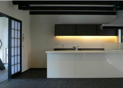 黒白のコントラストが美しい和の住まい-キッチン-|郡山市 注文住宅 大原工務店の施工例