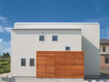 木製ルーバーのある箱型のお家 郡山市富田町