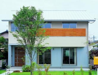木製バルコニーをアクセントにし 光と風を感じる快適な住まい-外観-|郡山市 注文住宅 大原工務店の施工例