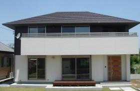 寄棟造の屋根は雨仕舞いに優れ、重厚なイメージを醸し出します。|郡山市 デザイン住宅 大原工務店の商品ラインナップ